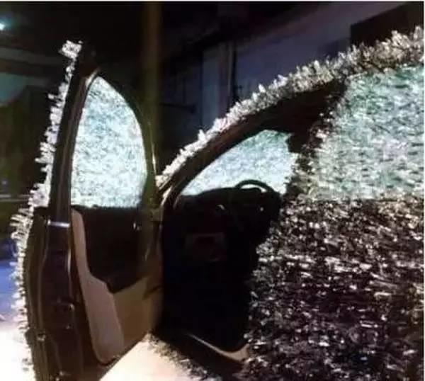 为了防止爱车受伤害,这车主把玛莎拉蒂弄成这样!谁还敢接近啊!